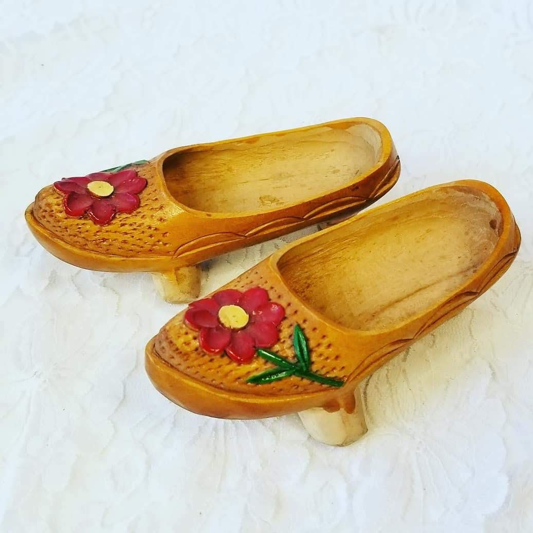3df3075d6b6b8 Handmade Wooden Carved Chinese Asian Shoes ~ Wood Carved ...