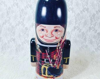 Vintage Tea Tin London Souvenir ~ Guard ~ Unique Trinket Box ~ Lidded