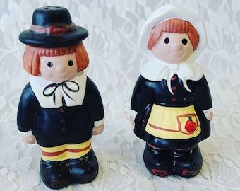 Ceramic Hand Painted Salt & Pepper Shakers ~ Thanksgiving ~ Pilgrims ~ Fall Decor ~ Unmarked