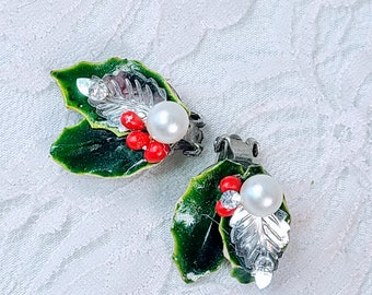 Vintage 1950 Clip-On Holly Leaf Earrings ~ Foil, Plastic and Rhinestone ~ Christmas Costume Jewelry ~ Holiday ~ SUPER Retro Clip On Earrings