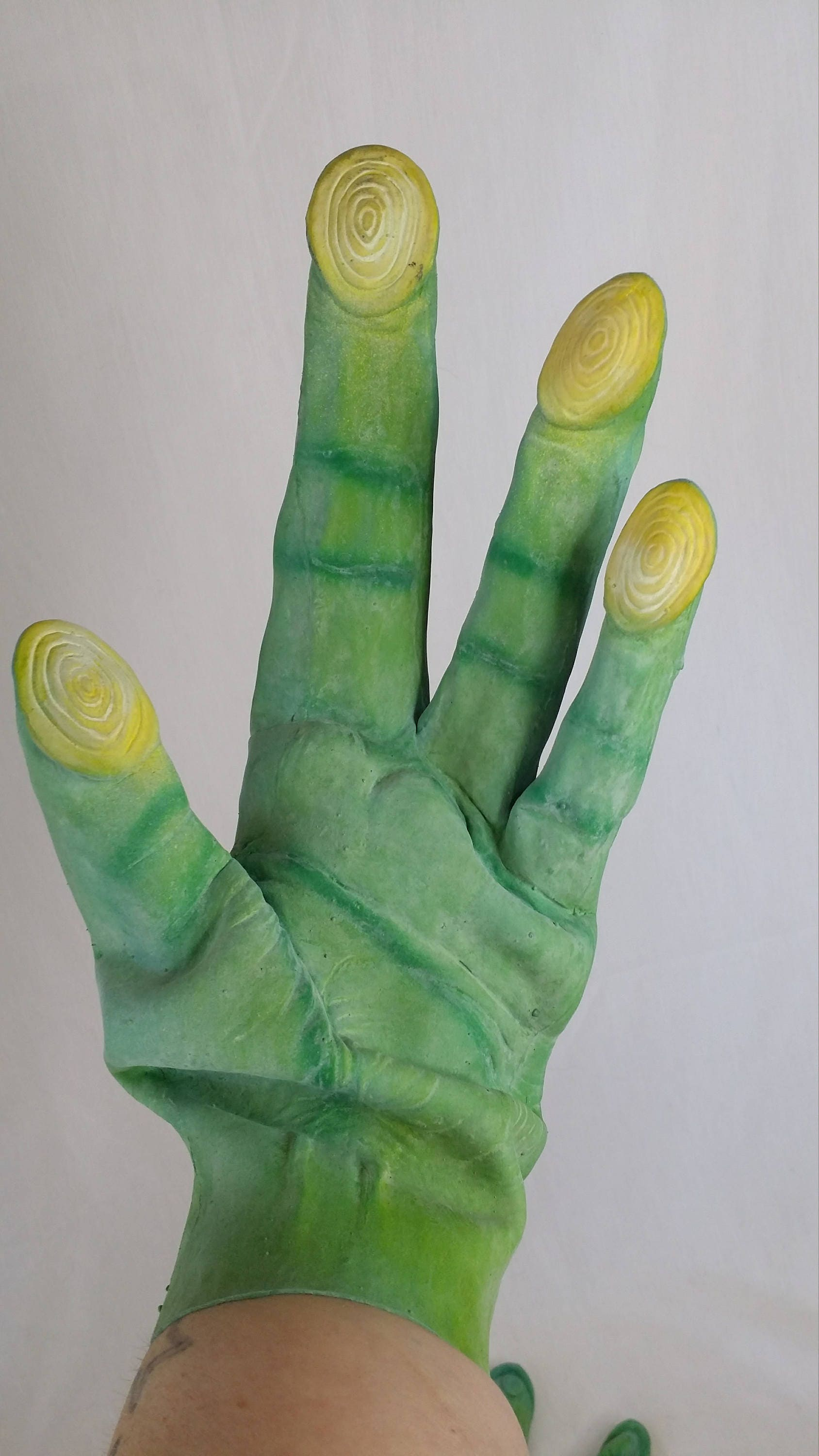 Wicked Adult Sized Green Alien Martian Latex/Rubber Gloves ~ 4 Fingers ~  Set of Gloves ~ Halloween Costume Gloves ~ Cosplay