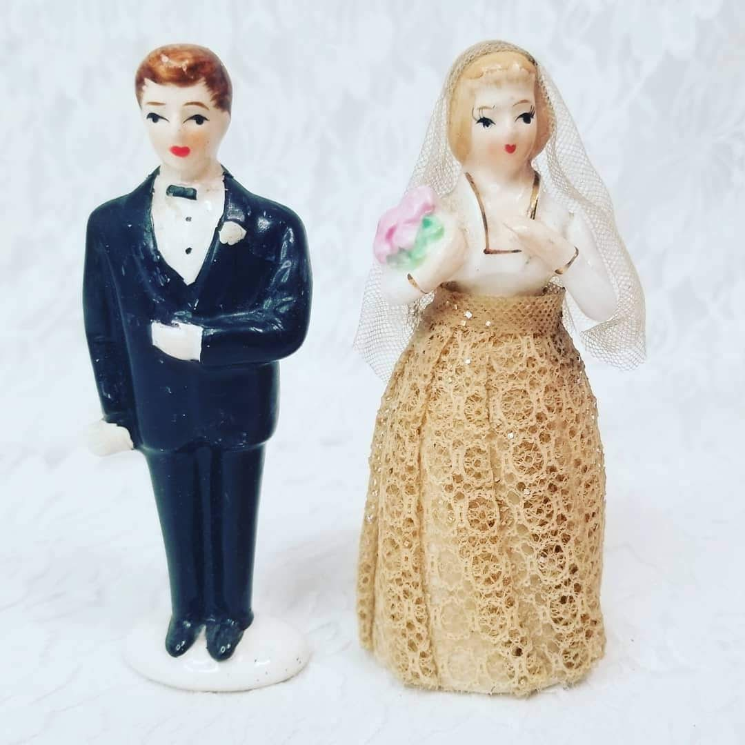 b713822c7070 Vintage 1950s Chalkware Cake Topper ~ Bride and Groom ~ Lace ...