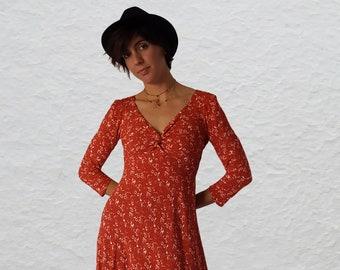 VIONNET V shape knotted neckline Midi length 3/4 sleeve dress Loose bias cut prewashed 100% viscose crèpe Vintage Red&Ivory print Back Zip