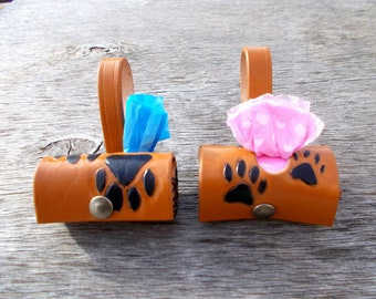 Paws leather bag dispenser for pets
