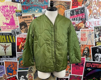 Vintage 1980s US Army OG Olive Green Quilted 44 Chest M65 Field Jacket Cold Weather Liner