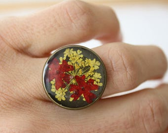 Ring with pressed flowers and adjustable brass resin