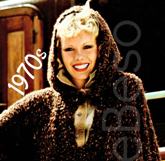 EASY Hooded Poncho Knitting Pattern • INSTANT PDF Pattern • 1970s Vintage Knitting Pattern