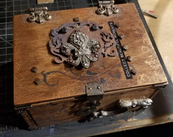 Insipre Handmade wooden lift lid box Fleur de lis handmade