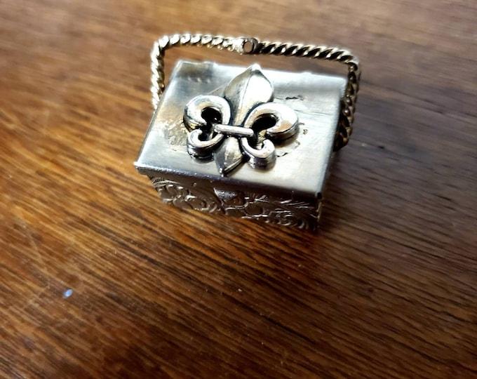 Vintage ornate fleur-de-lis prayer box charm