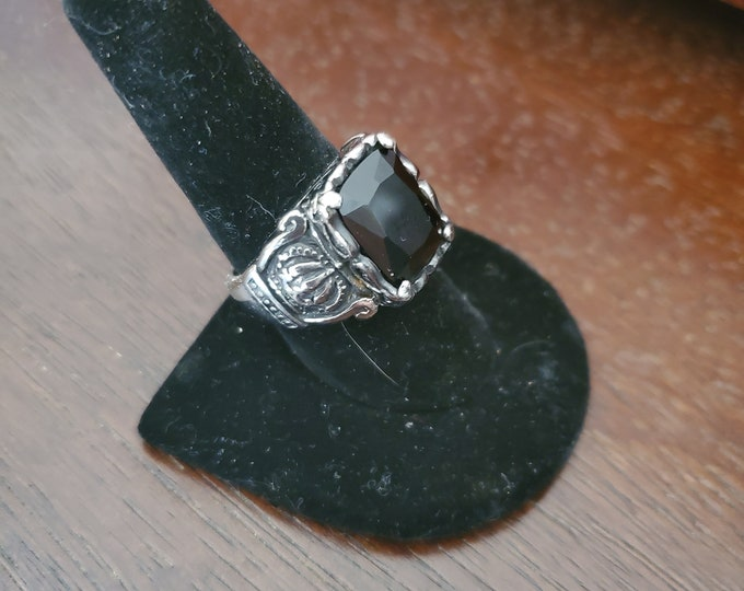 Crown ring with black Onyx