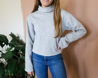 Women's minimalist fleece sweatshirt with mockneck