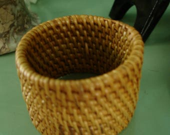 Sphere stand,Straw, Cane,Finished sealed, egg stand, basket woven sphere standFits small to large spheres and eggs