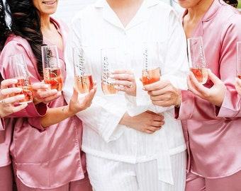 Bridesmaid gift, bridesmaid champagne flutes, personalized bridesmaid gift, champagne flutes, bridesmaid proposal, be my bridesmaid