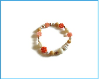 Ivory and blue bracelet  made of vintage glass beads.