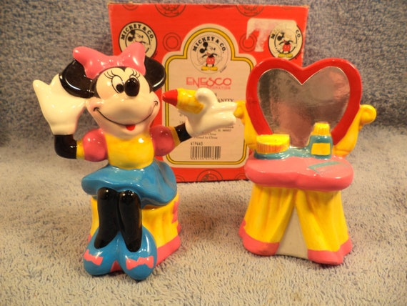 Minnie Mouse With Vanity Salt And Pepper Shaker Set Made By Enesco