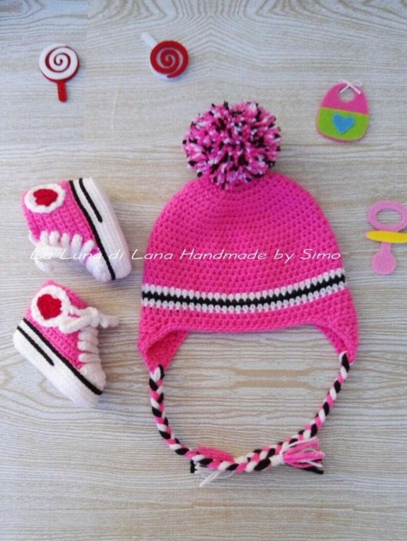 Completo cappello e scarpine converse neonata uncinetto  598cf07f5cc6