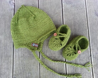 Hat and shoes in set 12-18 months