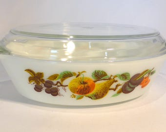 """JAJ Pyrex oval casserole / serving dish with lid in """"autumn fruits / Kent Orchard"""" design – original from the 1960s"""