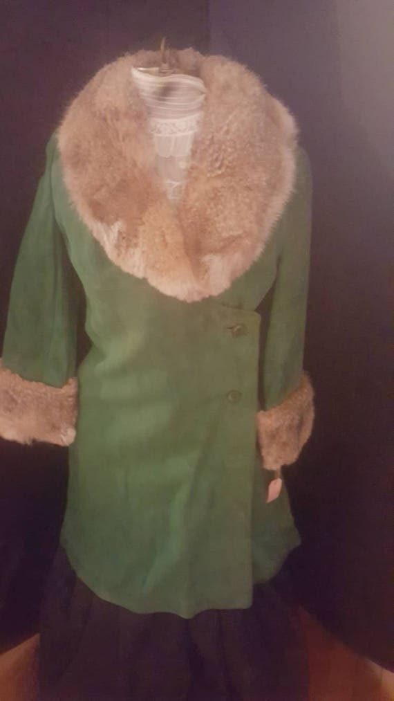 60s Green suede coat with fur collar