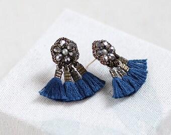 NAVY BLUE TASSEL fan earrings / dark silver stud earrings / wishpiece