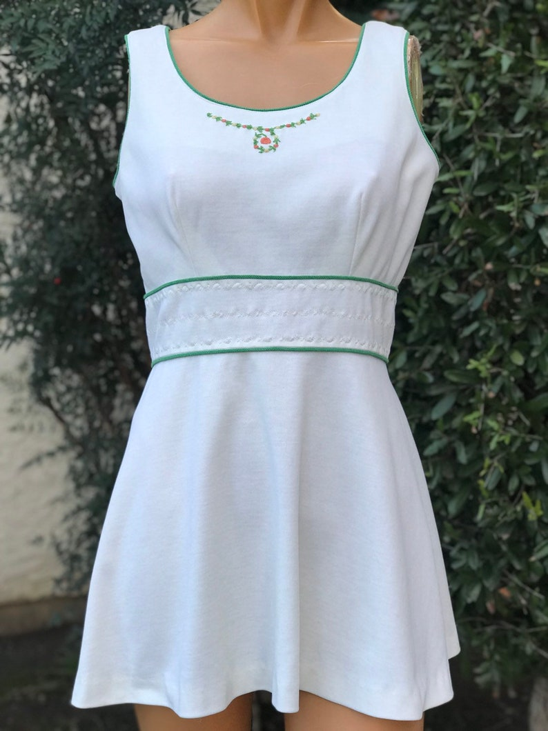 05bfec9d311c2 Vintage Polyester Tennis Dress Made by Feronis of New York Off White  Polyester with Green Trim and Rose Bud Embroidered Neck 38