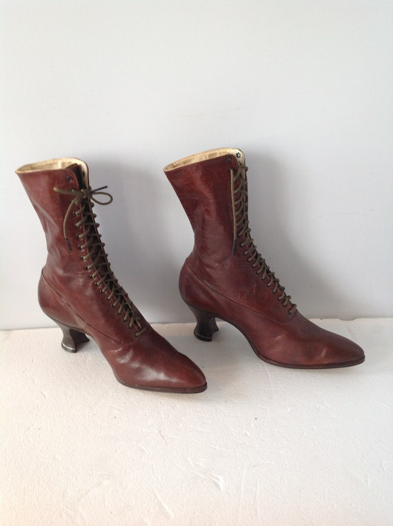 1920s Museum quality women vintage boots,warm brow