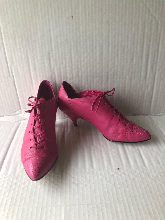9 WEST sz 7m vintage 80s pink leather lace up ankl