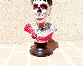 Home'Skull, Calaveras man Statue