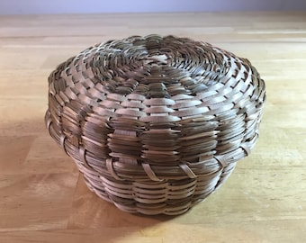Wicker Basket With Lid, Small Lidded Basket, Straw Basket, Woven Indian Basket, Native Basket, Small Woven Basket, FREE SHIPPING!!!!