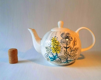 Vintage teapot tea pot 1930s Art Deco English pottery beehive style sunny yellow patented Depression era 1920s 1930s 04190150