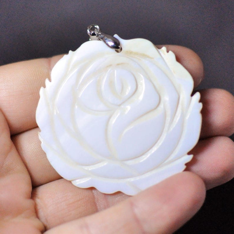 61.05 Cts. Pendant Rose shape Ivory color 47x49x3 mm Natural Mother of Pearl Flower Pendant with bail