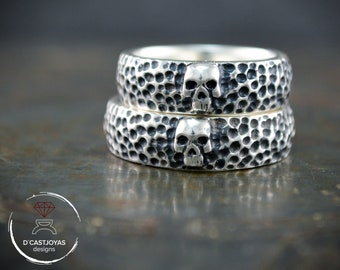 Silver Skull wedding band with hammered textures, Skull alliances