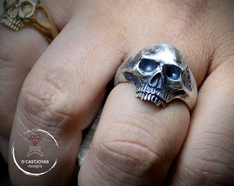 Memento mori solid silver skull ring, Skull engagement ring, Unique handmade ring, Gothic wedding ring