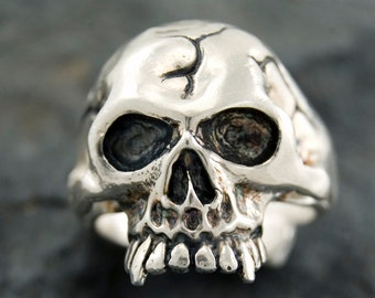 Solid Sterling silver Vampire skull ring