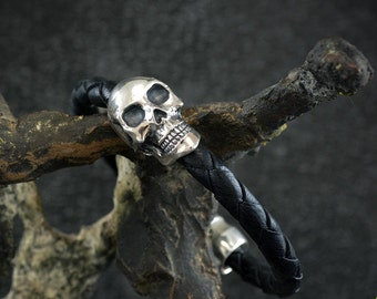 Silver skull bracelet and braided leather, Silver cuff for men, Handcrafted Bracelet, Badass Jewelry, Biker jewelry, Urban style bracelet