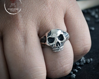 Skull Ring in Sterling silver with oxidised textures, Memento More ring