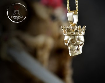 Skull pendant with crown in 14k or 18k gold,  Memento mori pendant