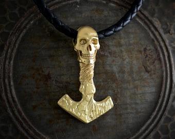 Collar Mjolnir y calavera en oro de 14K y 18k con texturas de martillo