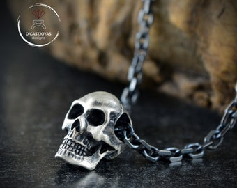 Silver skull necklace for men, Solid Silver skull pendant with oxidised textures, Gothic jewelry, Biker jewelry, Memento mori pendant