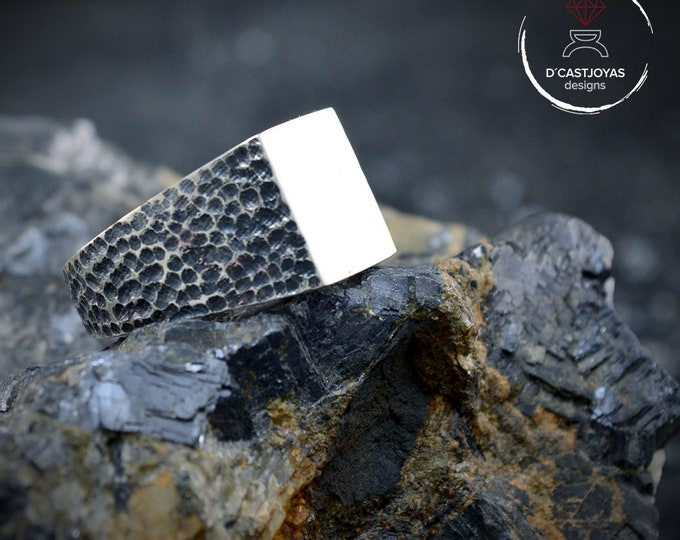 Square signet Sterling silver ring with hammered textures and oxidised and glossy finish, Rustic ring, Cool mens ring, Gift for him