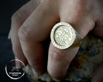 Round custom signet ring in solid 14K gold, Personalized seal ring