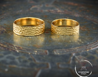 Solid gold hammered wedding band ring