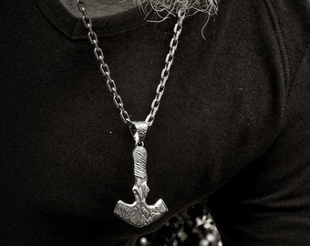 Mjolnir viking pendant for men in solid silver, Hammer Thor with oxidised textures, Viking amulet