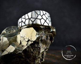 Silver square signet ring for men with cracked textures