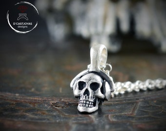 Silver Skull pendant with headphones, Dj skull necklace