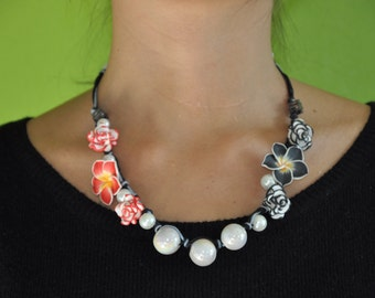 Bicolor roses and flowers necklace