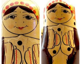 Snow Maidens Nesting Dolls, Winter Nesting Dolls from Yakut ASSR (now - Sakha (Yakutia) Republic), 1970s Russia. Holiday Matryoshka Dolls.