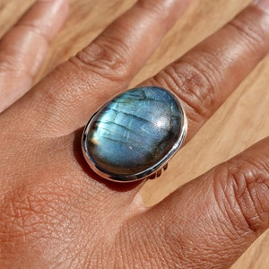 Solitaire Ring R21LAB Silver Ring Women Iridescent Gemstone Stacking Ring Birthstone Mistry Gems Facetted Labradorite Ring Boho Ring