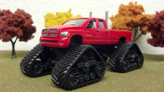 Lifted Dodge Ram >> 1 64 Custom Lifted Dodge Ram 2500 Ertl Quad Trac Dual Exhaust Pipes Very Detailed Farm Toy