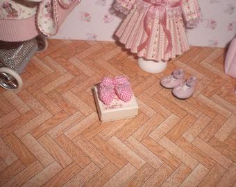 Dollhouse miniature 1/12. Pink wool booties